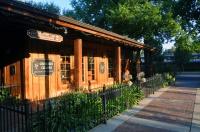 Camellia-Courtyard-Creekside.jpg